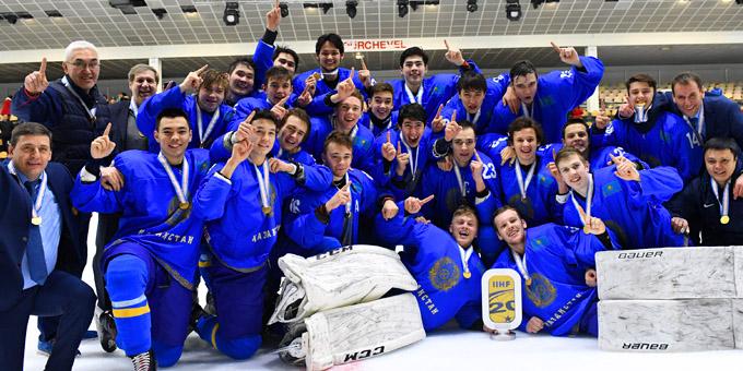 Казахстан разгромил Францию и возвращается в элиту молодёжного хоккея