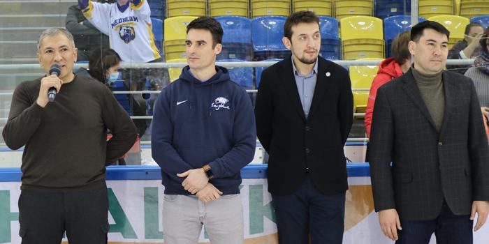Брэндон Боченски и Барсик посетили Алматы