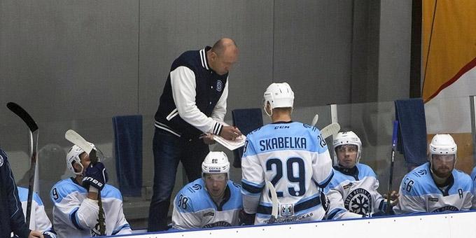 """Андрей Скабелка: """"Не нужно догонять двух зайцев, нужно развивать хоккеистов"""""""