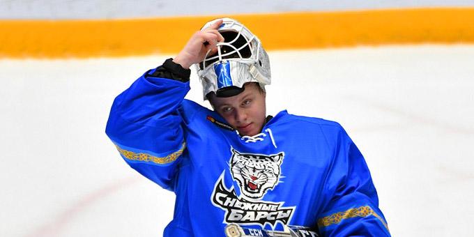 Денис Каратаев пропустил невероятно курьёзную шайбу