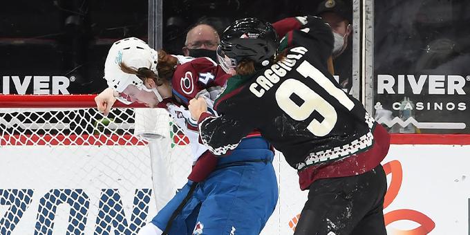 """Новичок """"Колорадо"""" Боуэн Байрам проиграл в первой драке в НХЛ"""