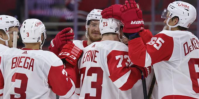 """""""Детройт"""" вышел на 4 место в истории НХЛ по заброшенным шайбам"""
