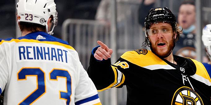 """Бостон"" уверенно обыграл ""Баффало"" благодаря хет-трику Смита"