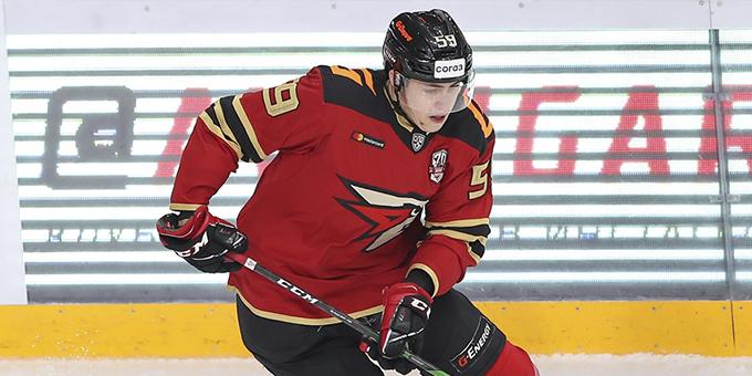 Зарплата Егора Чинахова в НХЛ составит 925 тысяч долларов за сезон