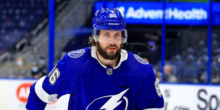 Никита Кучеров вышел на шестое место в истории плей-офф НХЛ