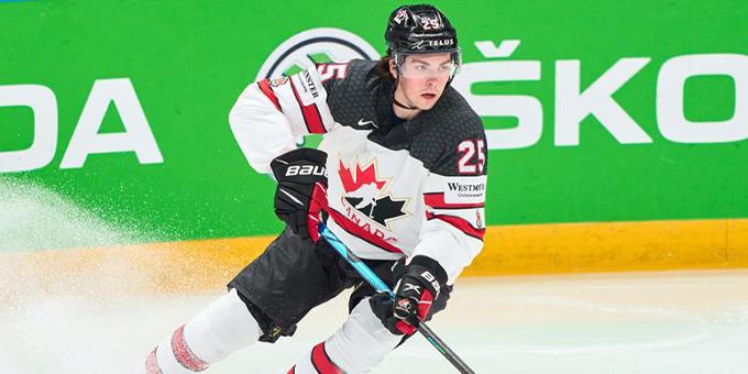 Претендент на первый номер драфта НХЛ планирует остаться в университетской лиге ещё на один сезон